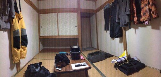 Lodge Yashiro: 2人で六畳の和室を使いました。