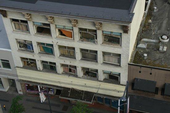BEST WESTERN PLUS Chateau Granville Hotel & Suites : BEST WESTERN PLUS - Uitzicht kamer overkant