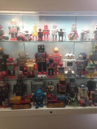 The Toy Museum: Interesting robots