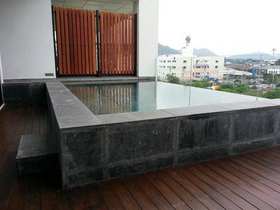 Cape Nidhra Hotel : The private pool