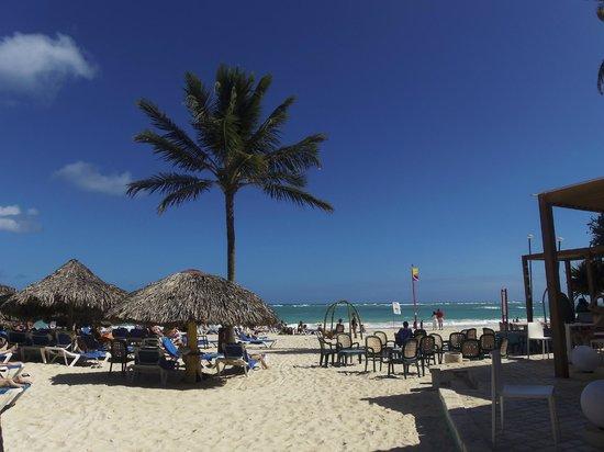 Tropical Princess Beach Resort & Spa: praia