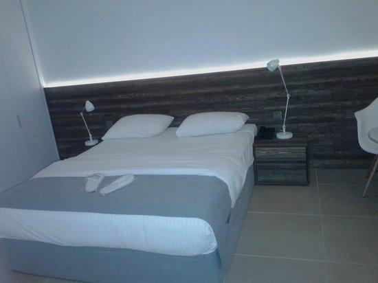 Amphora Hotel & Suites: bedroom