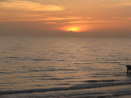 Hilton Daytona Beach / Ocean Walk Village: Sunrise