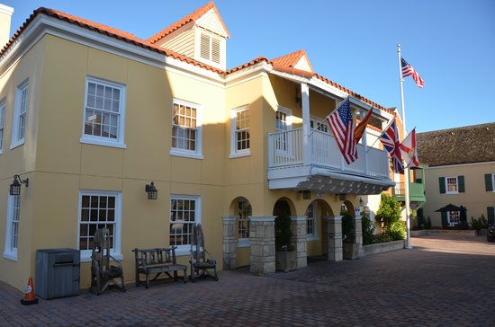 Hilton St. Augustine Historic Bayfront : Main building with reception, bar, restaurant.