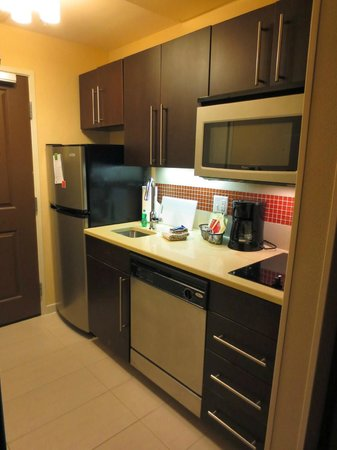 TownePlace Suites San Antonio Downtown: Awesome mini kitchen in each room