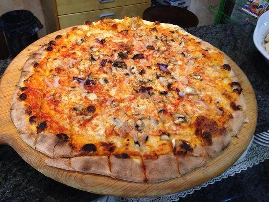 Il Pergolino: Pizza Pergolino per 2 persone! Fantasia!