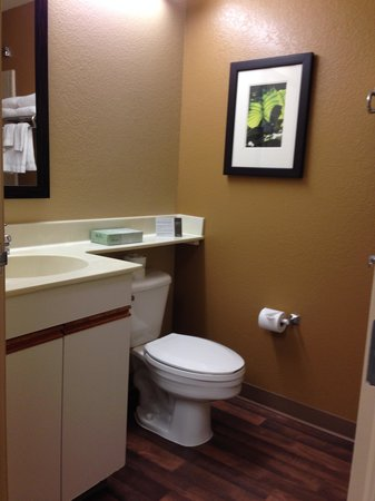 Extended Stay America - Portland - Tigard: Bath 1