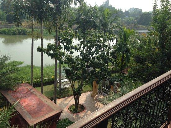 Sheik Istana Hotel: Ping River