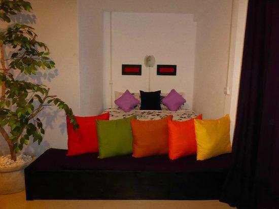 Phangan Cove Beach Resort and Restaurant: le lit et ces coussins