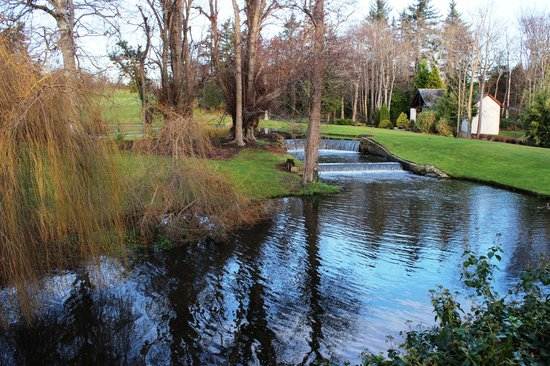 Druids Glen Hotel & Golf Resort : Water Cascades on The Glen Course