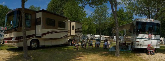 Powder Horn Family Camping Resort : Big Rig Accomodations