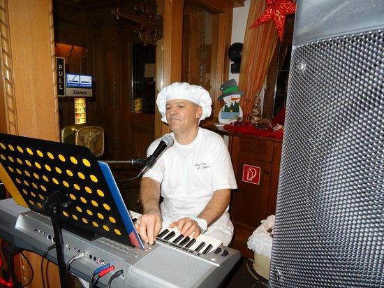 Hotel Ochsen : Gezellige muziekavond met de eigenaar