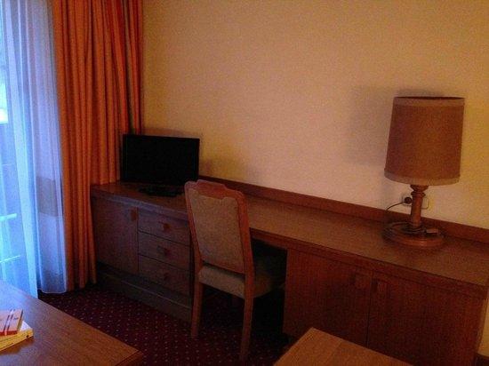 Hotel Orgler: Arbeitsbereich, kein WLAN im Zimmer