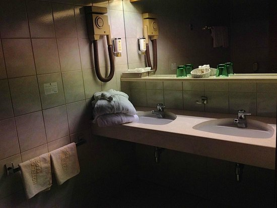 Hotel Orgler: Bad mit viel Ablagefläche