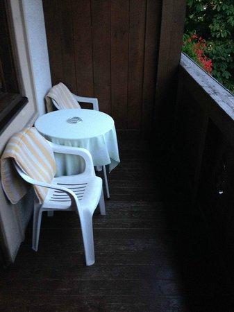 Hotel Orgler: Balkon mit Sitzgelegenheit