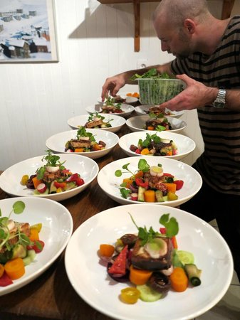Dragon Lodge : Chef dressing the vegetable garden