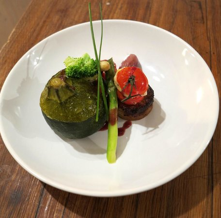 Dragon Lodge : A vegetarian dream with more than a little creativity - not your standard stuffed courgette!