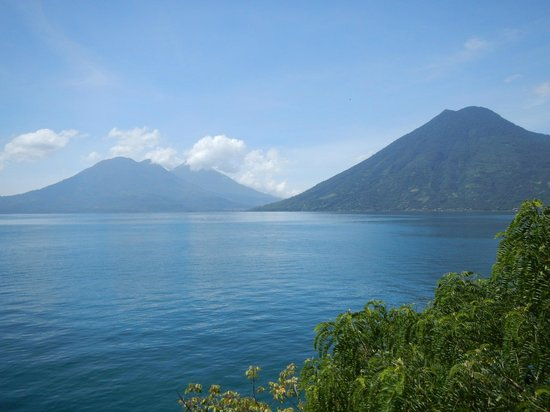 Jardines del Lago: Views across lake from boat trip