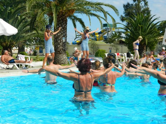Messonghi Beach Resort: Party time