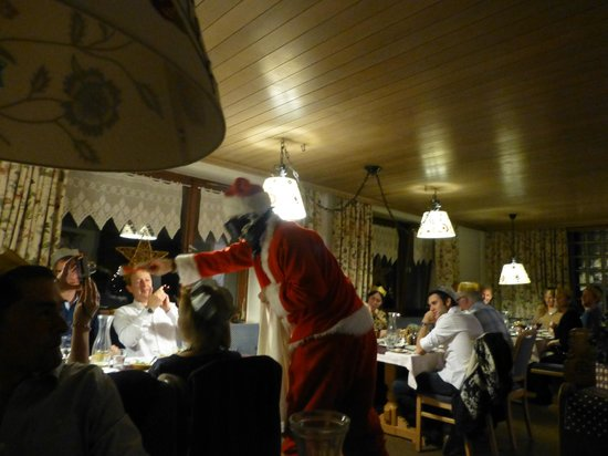 Hotel Alexandra: Santa skiied in on Christmas Day!