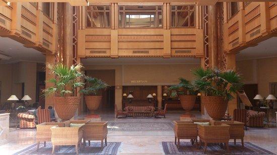 Regency Tunis Hotel: Hall de l'hôtel