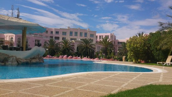 Regency Tunis Hotel: Au bord de la piscine