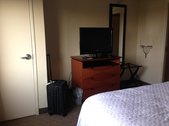 Embassy Suites by Hilton Louisville: Bedroom