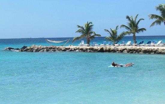 Renaissance Aruba Resort & Casino : Adult only side on private island