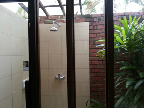 The Frangipani Langkawi Resort & Spa: Garden villa outdoor shower
