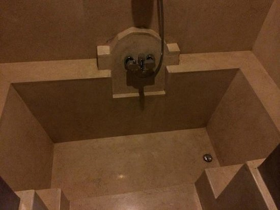 Dar Maya: Marble double size bath