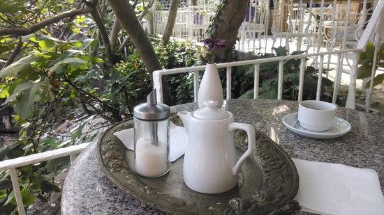 Poem Hotel Istanbul: morning tea on the patio