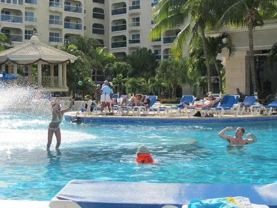 Occidental Costa Cancun: Our Clara was in the pool day and night, so fun