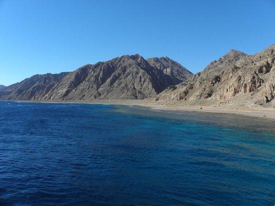 Big Blue Dahab : Boat-diving at Gabr El Bint.