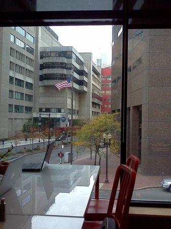 Hostelling International - Boston: Vista da sala de café da manhã