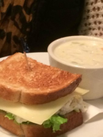 Fireside Grille : Soup and sandwich