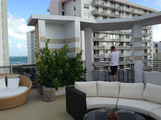 Sense Beach House: The roof top pool area