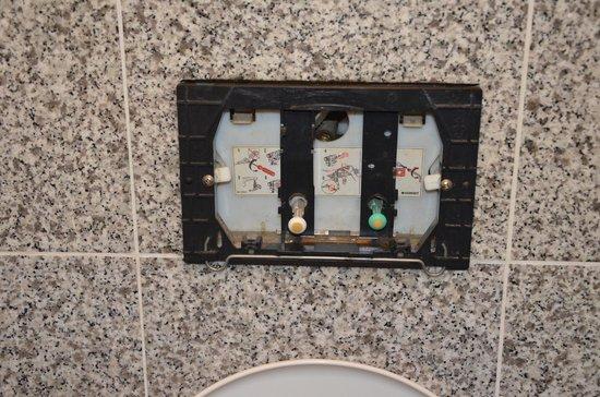 Marnix Hotel: Les toilettes...hors d'usage