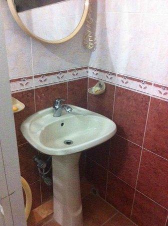 The Beach Lodge & Restaurant: Toilet