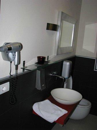 Atelier Hotel : Il bagno 1