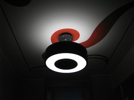 Atelier Hotel : La curiosa illuminazione del bagno