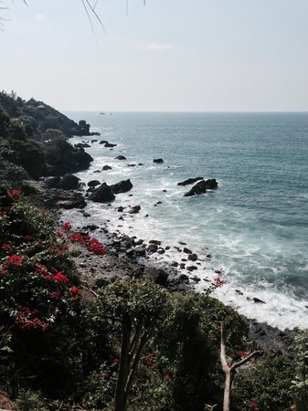 Las Brisas Ixtapa: View from pool to ocean