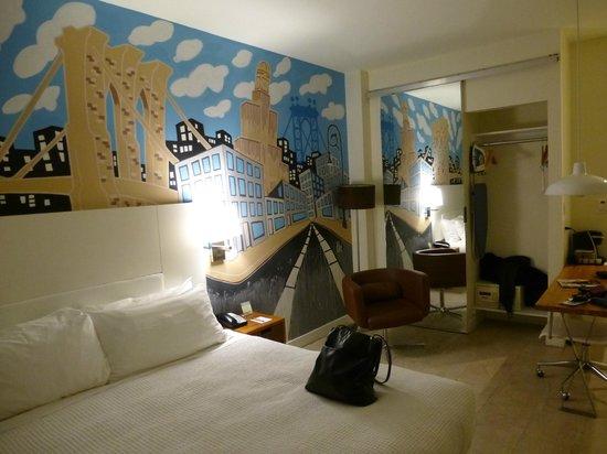 NU Hotel: Wall