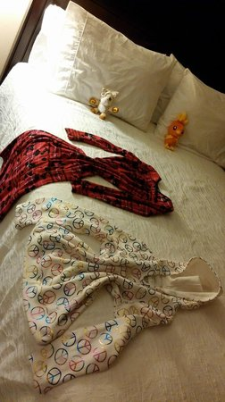 Hilton Garden Inn Ridgefield Park : This is how housekeeping left the kids bed