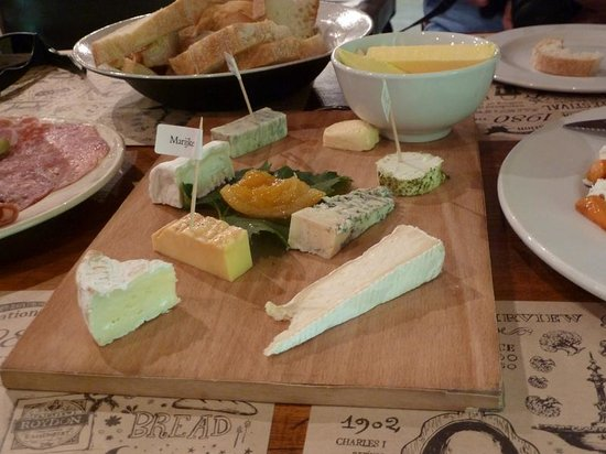 The Goatshed at Fairview: Cheese platter