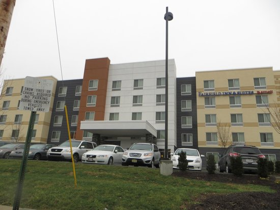 Fairfield Inn & Suites Hershey Chocolate Avenue : Front Exterior of the Hotel