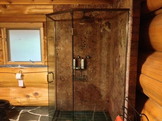 Florencia Bay Hideaway: really nice shower