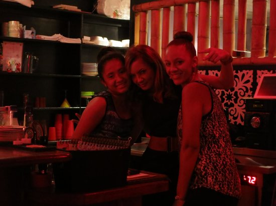 Mojo Lounge & Bartique : Erin and her staff