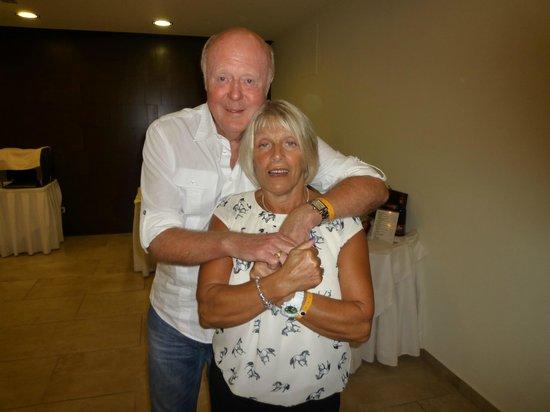 Avra Beach Resort Hotel - Bungalows : Colin & Lynne