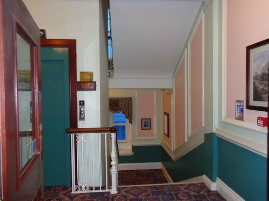 The Grand Hotel - Llandudno: Stair to dining area