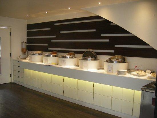 Grand Godwin Hotel: breakfast buffet area